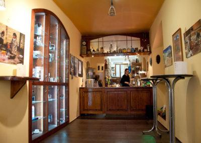 Uvnitř kavárny